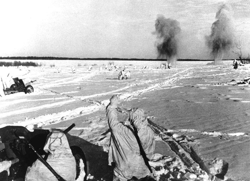 Солдаты красной армии в зимнем